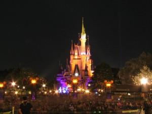 Japonsko - Tokyo Disneyland Resort - v noci